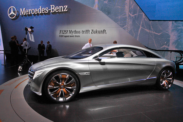 Mercedes попытался заглянуть в 2025 год