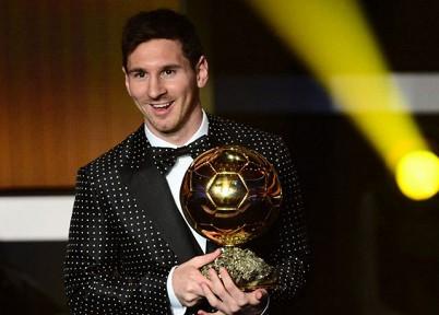 Месси стал обладателем «Золотого мяча» 2012 года