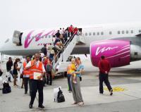 Пойман пассажир, уносивший посуду из самолета